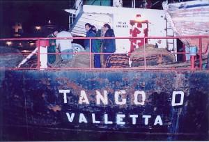 Occupation du navire poubelle Tango D, ex-Kifangondo, à Dunkerque 1999